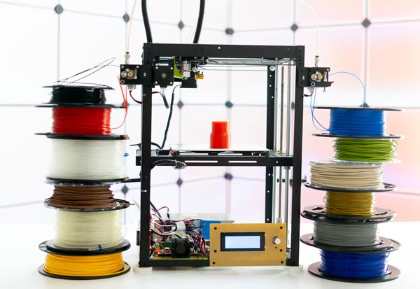 3D Printer with colored filament spools